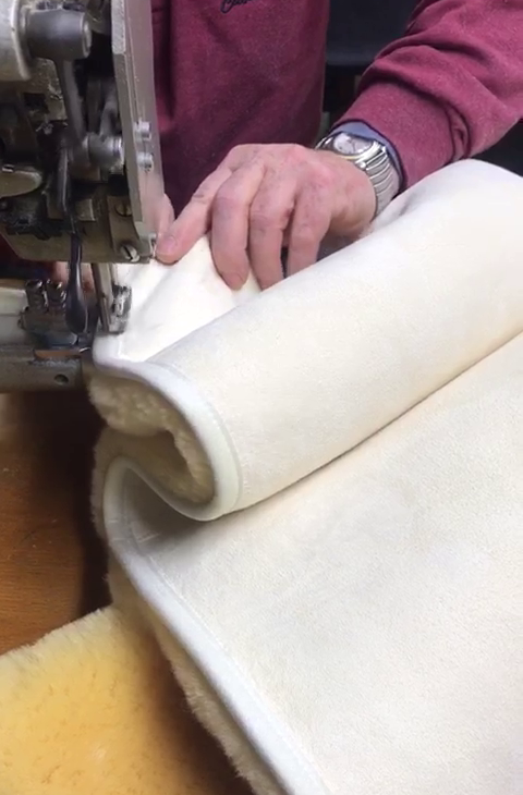 Lammfell Bettauflage hergestellt in Deutschland